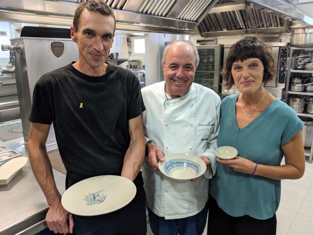 LUR amb Jaume Font a la cuina del Sa Punta, amb les peces de ceràmica per al Parant Taula.